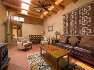 Two Casitas - Prado - Historic, Hot Tub, in the Railyard
