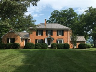 Large Keswick Farm House close to Vineyards, Charlottesville