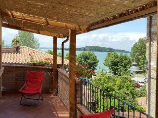 Appartamento Il Giacchio 2 con terrazza vista lago, San Feliciano