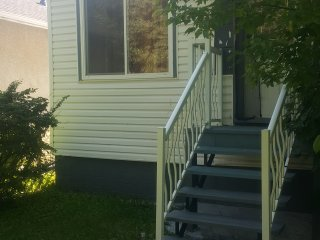 Cosy 3BD family house byLRT,close downtown, Edmonton