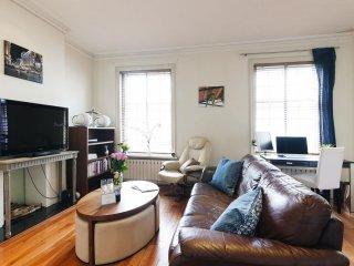 Spacious Fulham Road apartment in Kensington & Chelsea with WiFi., London