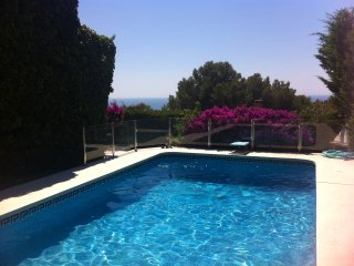 Lovely villa with pool near beach and Barcelona, Castelldefels