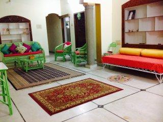 Buddha Room in 3 BR apt, walk to KPJ, yoga, Green Lotus House