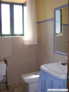 Vista parcial de baño completo de planta alta.
