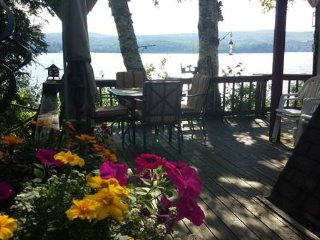 Lakefront Cottage Private Dock. Hot Tub. Quebec Eastern Townships Owls Head