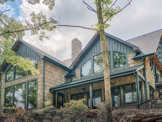 Gorgeous private mountain home with stunning views, Mill Spring