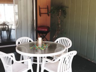 Cozy 1 Bedroom Apartments Only Steps from Beach, Fort Myers Beach