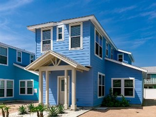 Vibrant Port A Home at Royal Palms - 5-Minute Drive to Beach and Everything!, Port Aransas
