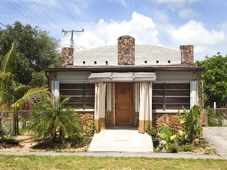 Old Florida Style 3-bed  – Newly Renovated, Minutes To The Beach.