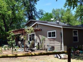 Seasonal Creek & Deck to Enjoy Birds & Wildlife