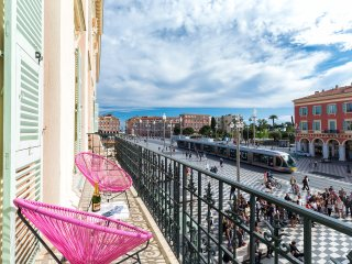 Grand appartement ***** place MASSENA avec parking, Niza