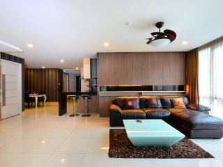 Large City Centre Condo With Private Terrace 3 Bdr, Pattaya