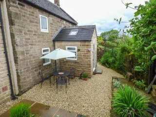 MOOR LANE HOUSE, detached, woodburner, WiFi, pet-friendly, garden, in Elton