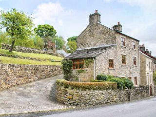 NIMBUS HOUSE two en-suites, garden, off road parking in Whaley Bridge Ref 937525