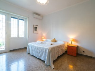 King of Rome:  CITY CENTER. 90 sqm apartment. WIFI-METRO