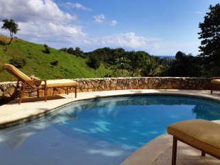 L'Alize: Private, Spacious Beachfront, in West Bay- kayaks, pingpong, pool/beach
