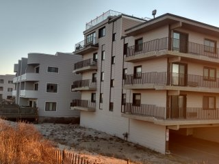 Newly renovated & Furnished Ocean Front Condo building on the Sand sleeps 6, Seaside Park