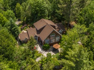Beautiful Lake of Bays Cottage, Huntsville