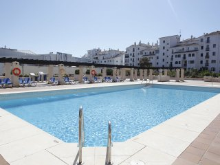Heart of Puerto Banus.Wifi.Parking.Luxury.3 bedrooms.Security 24h.Concierge., Puerto Banús