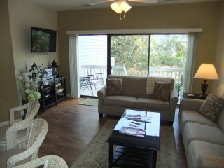 Remarkable Updated Close to the Beach Townhouse!, Hilton Head