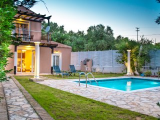 LUXURY VILLA WITH PRIVATE POOL, 0.4KM FROM BEACH,A