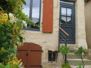 Maison classee 4* : Terrasse au soleil. A Mamers, entre Perche & Alpes mancelles