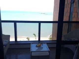 Belissimo apartamento decorado com linda vista na Av. Beira Mar!!