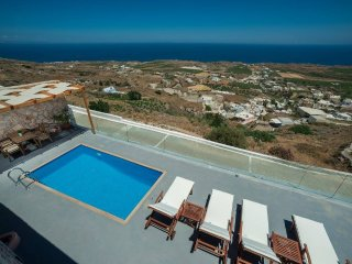 Dream Villa Santorini for 6, Private Pool, Stunning Aegean View, Vourvoulos