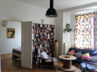 Spacious Artsy apartment close to centre, Prague
