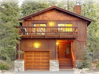 Agatam Lodge, 1 Block Walk to the Beach,Dining & Kayak Rentals,Hiking from House, Tahoe Vista