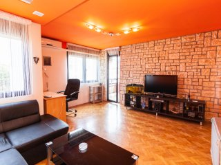 Entire apt 2+2 Pula, in a bldg,7-th floor 52,5 m2