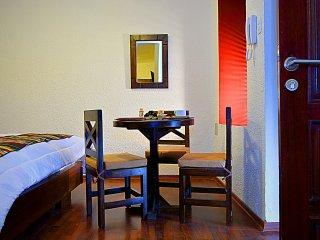 Modern Colonial Suite near La Ronda w/ free BKF, Quito