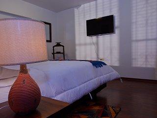 Cozy Colonial Suite near La Ronda w/ free BKF, Quito