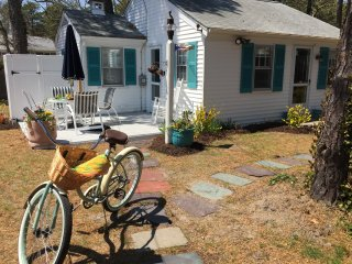 Cape Cod Gem w Linens & Bikes- Minutes to Beaches!, Dennis Port