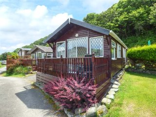 NO. 18, detached chalet, two bedrooms, on-site facilities, beach close by, Aberystwyth Ref 940565