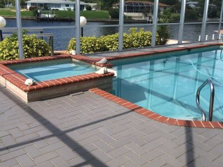 Three Bedroom 3 Bath Waterfront Vacation Rental