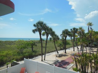 Cabrillo Beach Views (2N2S) Sleeps 16-18 Wifi Pool, St. Petersburg