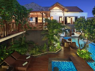 Aussie One Villa, 5 bedrooms, 5 bathrooms, spa, massive pool, full kitchen.