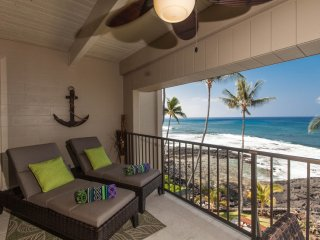 Oceanfront Top Floor Condo #421 with Stunning View!, Kailua-Kona