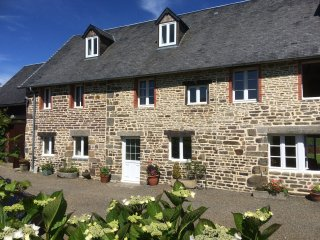 4 bed cottage with Pool nr Villledieu les Poeles
