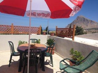 Casa  'Ninetta' con veduta   Monte Cofano