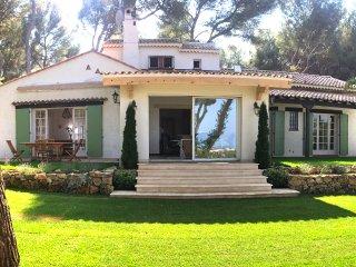 Villa provencale neuve 150 m2 sur 20 000m2 terrain vue mer