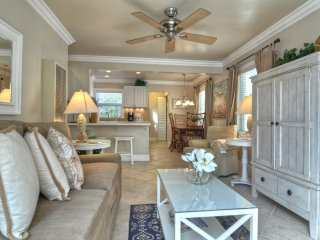 Cute  Coastal Condo !!!  1 Block to Beach & Pier in Pier Bowl.