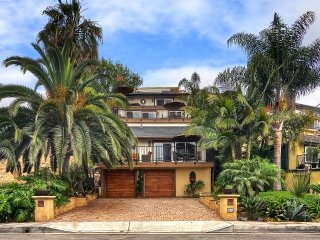 Beautiful and tropical getaway in San Clemente with short walk to the beach