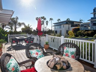 Awesome Aug Special! Darling Ocean View Cottage with front deck, AC and yard