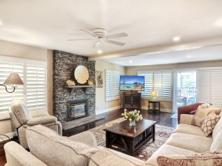 Jan-Feb Special, $300/night! Ocean view condo w/rooftop patio & kids' play room. Short walk to North Beach!, San Clemente