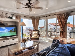 Jan Special $189/night! Pier Bowl Condo With Sweeping Ocean Views, One Block to Beach and Pier., San Clemente