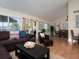 Jan-Feb special $149/night! Spacious Coastal Condo, Steps to Beach Access & Restaurants at North Beach!, San Clemente
