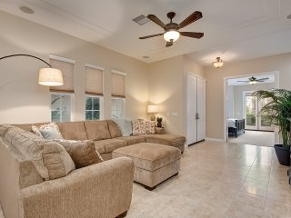 Jan Special $325/night! Huge Spacious House Just Blocks to Beach, Oceanside Pier, Local Shops & More!