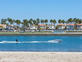 New! 3 bedroom with water views on the Alamitos Bay!, Long Beach